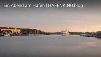 Vorschaubild - Fähre im Hafen von Travemünde am Abend