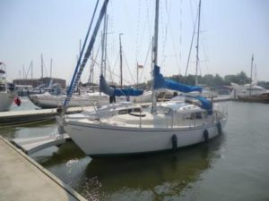 Dehler Optima 830 Backbord Seite im Wasser