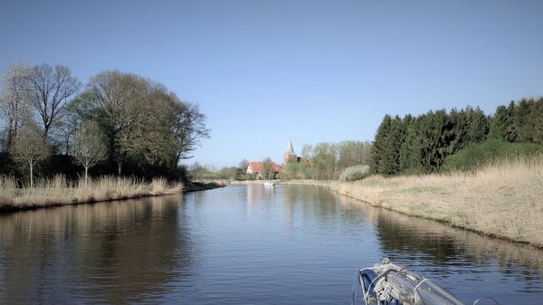 Elbe Lübeck Kanal im Frühjahr