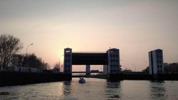Schleuse der Elbe bei Geesthacht am Abend