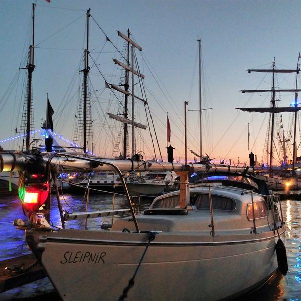 SV Sleipnir Hamburger Hafen im Abendlicht